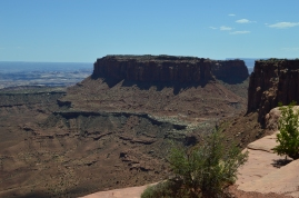 Hiking the rim trail in Canyonlands National Park